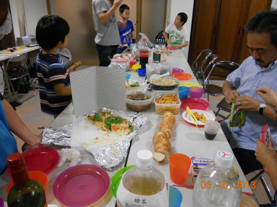 Party with other families, delicious foods, everywhere :9
