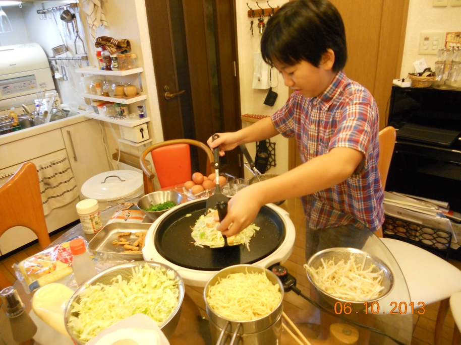 The little bro's teaching me how to cook Okonomiyaki