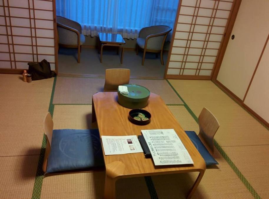 Ornamen kamar hotelnya yang bernuansa Jepang